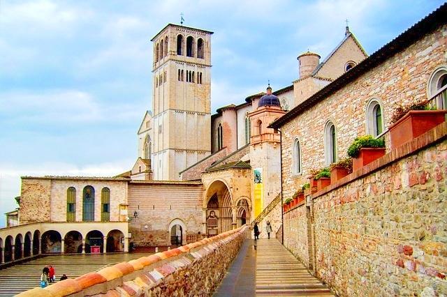 CASCIA, ASSISI, Roccaporena, Corinaldo, Loreto e Collevalenza da Cagliari, 3 notti PELLEGRINAGGI dalla Sardegna